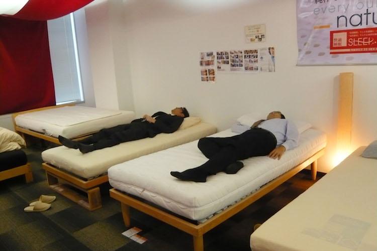 横になったとたん「うわぁ気持ちいい!」となるベッド体験できます