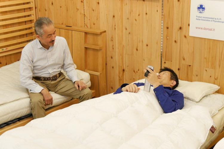 横になったとたん「うわぁ、気持ちいい!」となるベッド体験できます